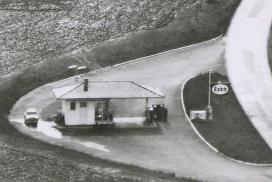 1960-Esso-Tankstelle